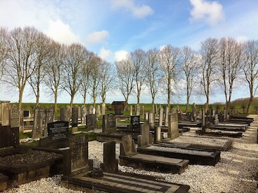 Vierhuizen, kerkhof 1